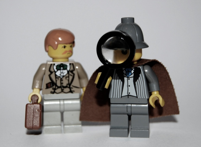 (Lego Minifigs of Sherlock Holmes and Dr. Watson courtesy of https://www.flickr.com/photos/minifig/3174009125/)
